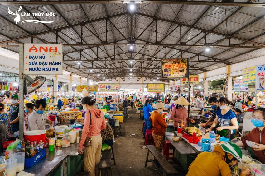 Khu chợ sầm uất tại phố chợ Điện Nam Trung