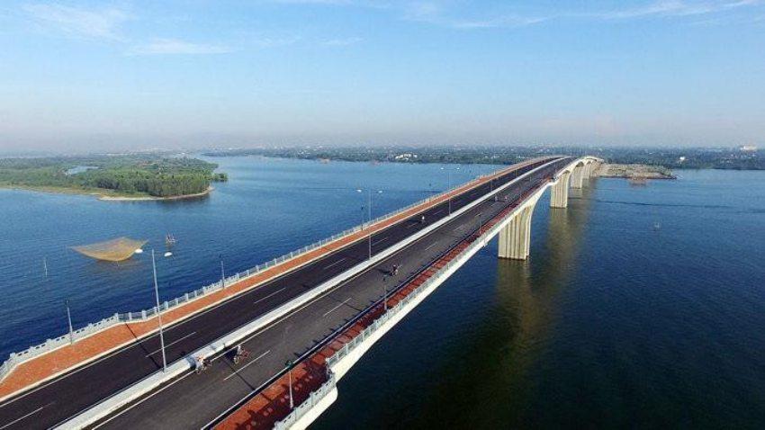 Cầu Cửa Đại - một trong những công trình trọng điểm tạo đà phát triển vùng