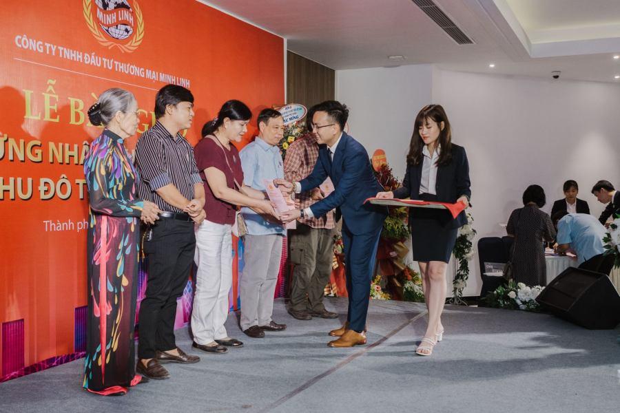 Minh Linh Group trao giấy chứng nhận quyền sử dụng đất cho hơn 200 hộ dân