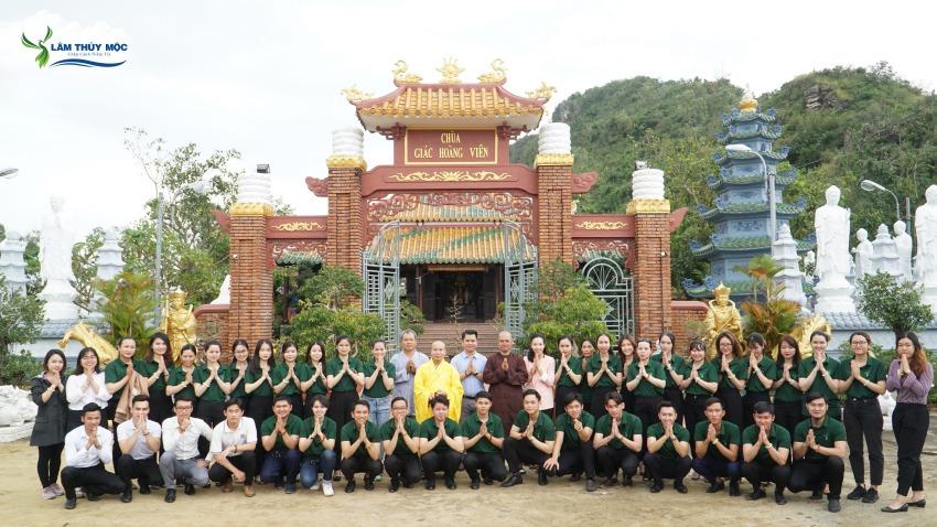 Căn bộ nhân viên Lâm Thủy Mộc viếng tăhm chùa Giác Hoa Viên